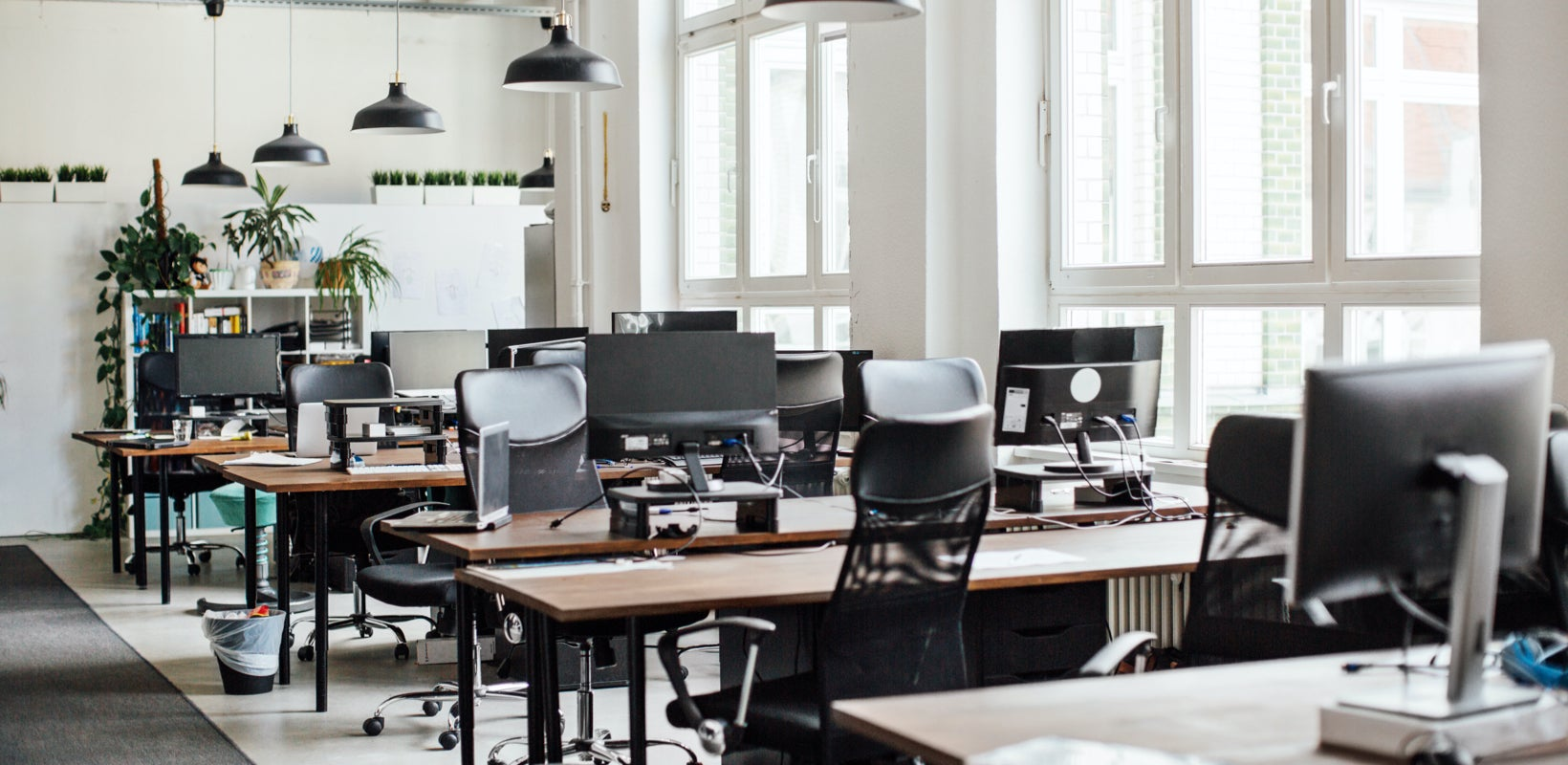 3 Smart Alternatives to Hot-Desking Your IT Team Should Try